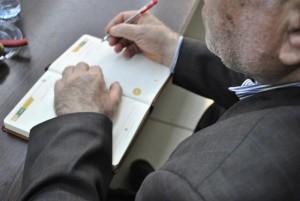 نوشتن یادبود توسط عزت الله مطهری