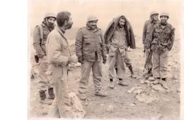 شهید محمد کچویی در جبهه های غرب کشور در سال ۱۳۵۹ به همراه برخی از زندانیان تواب گروهک فرقان